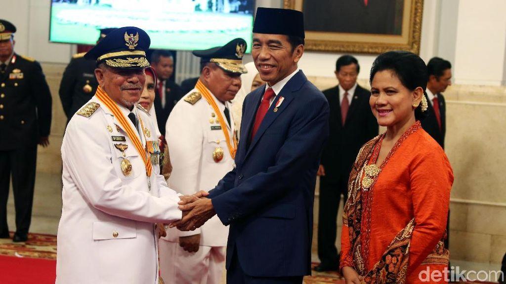 Momen Jokowi Lantik Gubernur Maluku Utara