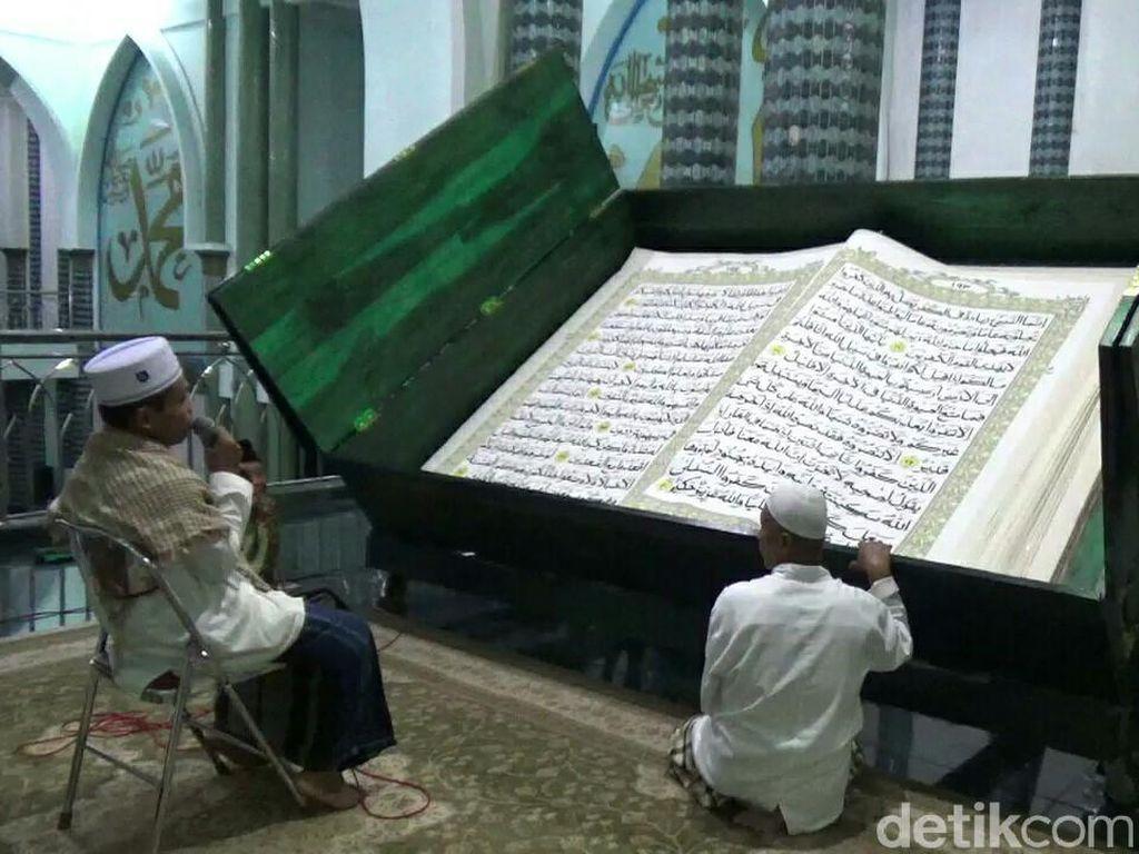 Masya Allah, Tadarus Al Quran Raksasa di Masjid Agung Banyuwangi
