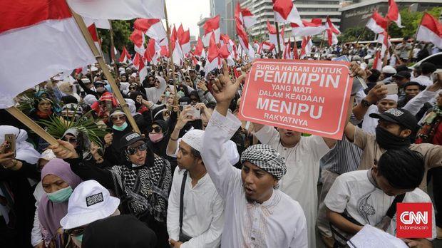 Demonstrasi menuntut pengusutan dugaan kecurangan Pemilu 2019 di depan gedung Bawaslu RI, Jakarta, 10 Mei, lokasi HS membuat video ancaman memenggal Jokowi.