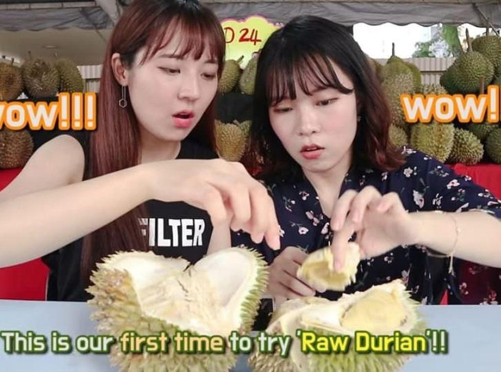 Cicip Durian Untuk Pertama Kali, Cewek Korea Ini Langsung Ketagihan