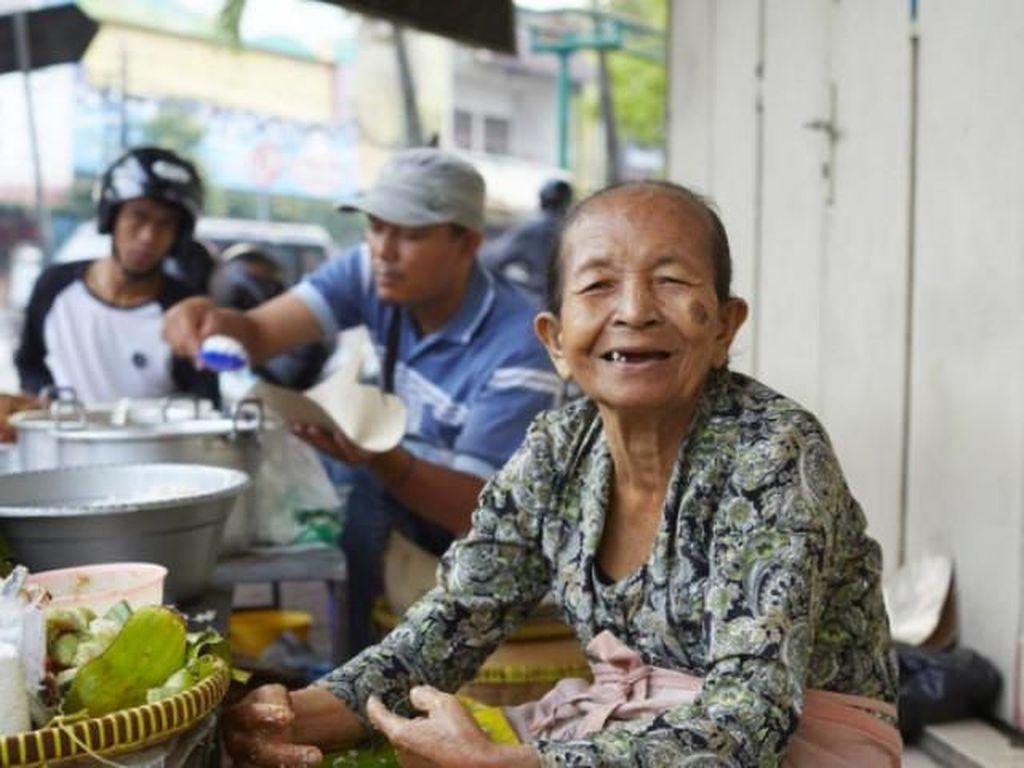 Legenda Jajan Pasar Yogyakarta, Mbah Satinem Jadi Cerita Street Food Netflix