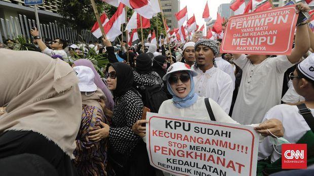 Dikawal Massa Serbaputih, BPN Adukan Capres Jokowi ke Bawasl