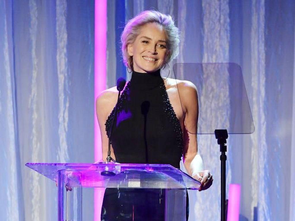 Sharon Stone Ngaku Pernah Bayar Gaji Akting Leonardo DiCaprio