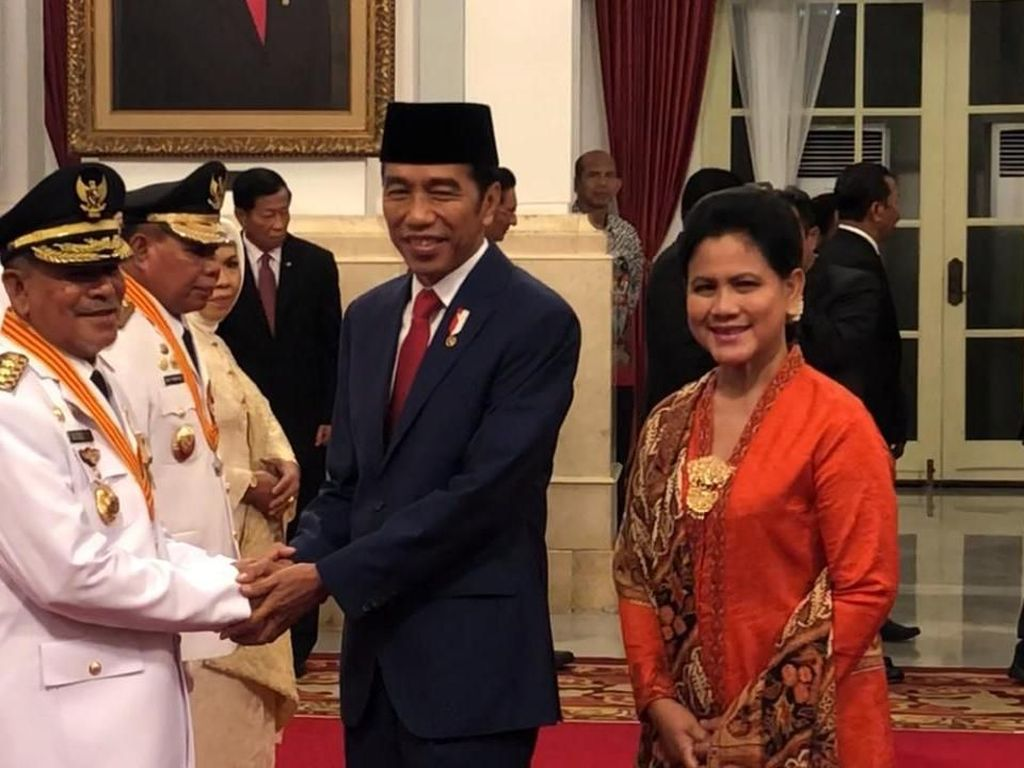 Jokowi Lantik Gubernur dan Wagub Maluku Utara di Istana