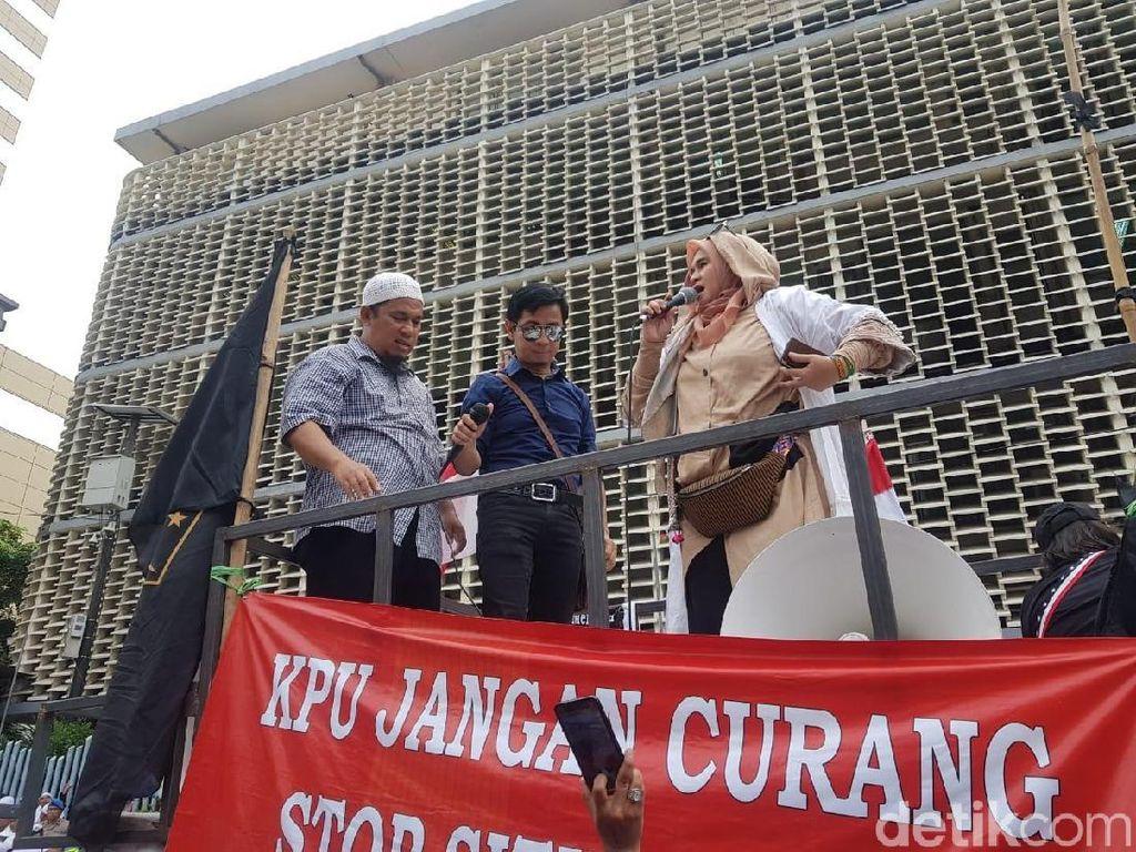 Sudah Diharamkan Mardani, 2019GantiPresiden Dinyanyikan Neno di Bawaslu