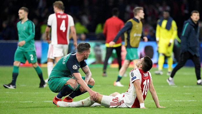 Toby Alderweireld sedih harus menyingkirkan Ajax Amsterdam (REUTERS/Piroschka Van De Wouw)