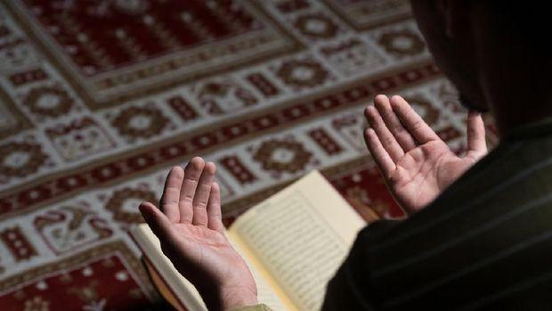 Di Usia Berapa Anak Sudah Bisa Diajari Doa-doa Pendek?