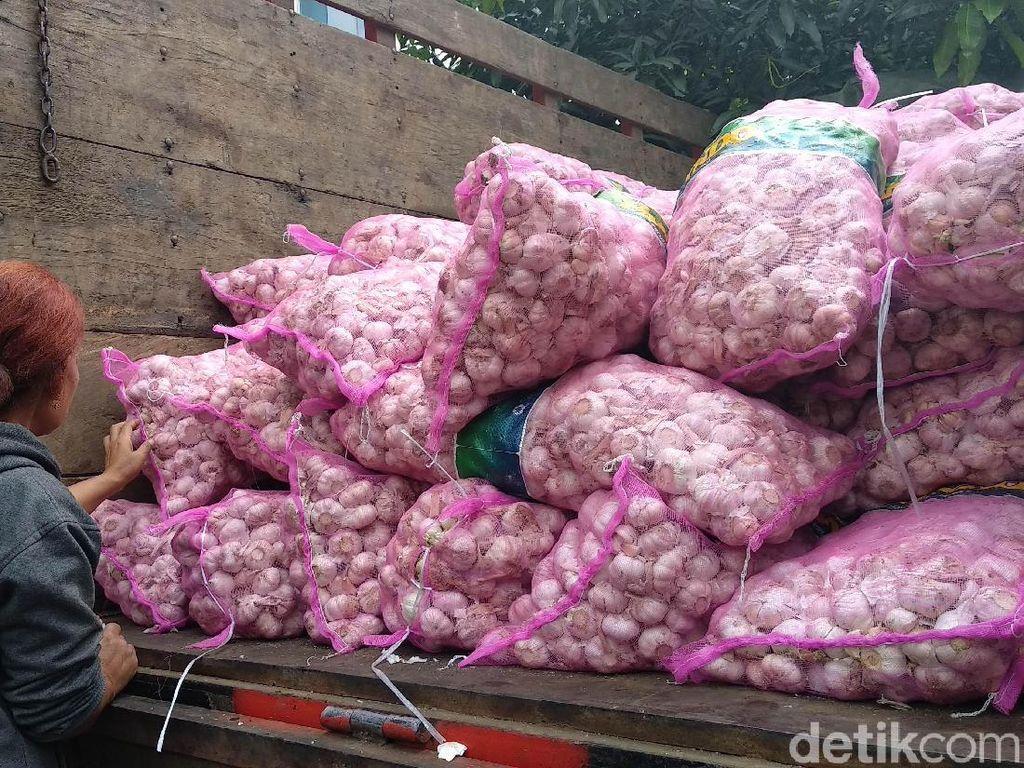 Kemendag Sebar 8 Ton Bawang Putih di Bandung