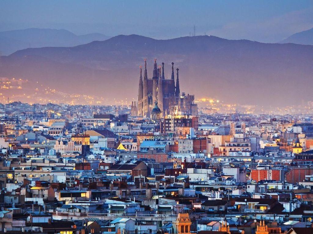 Suasana Sepi Barcelona Setelah Hampir 1 Bulan Lockdown
