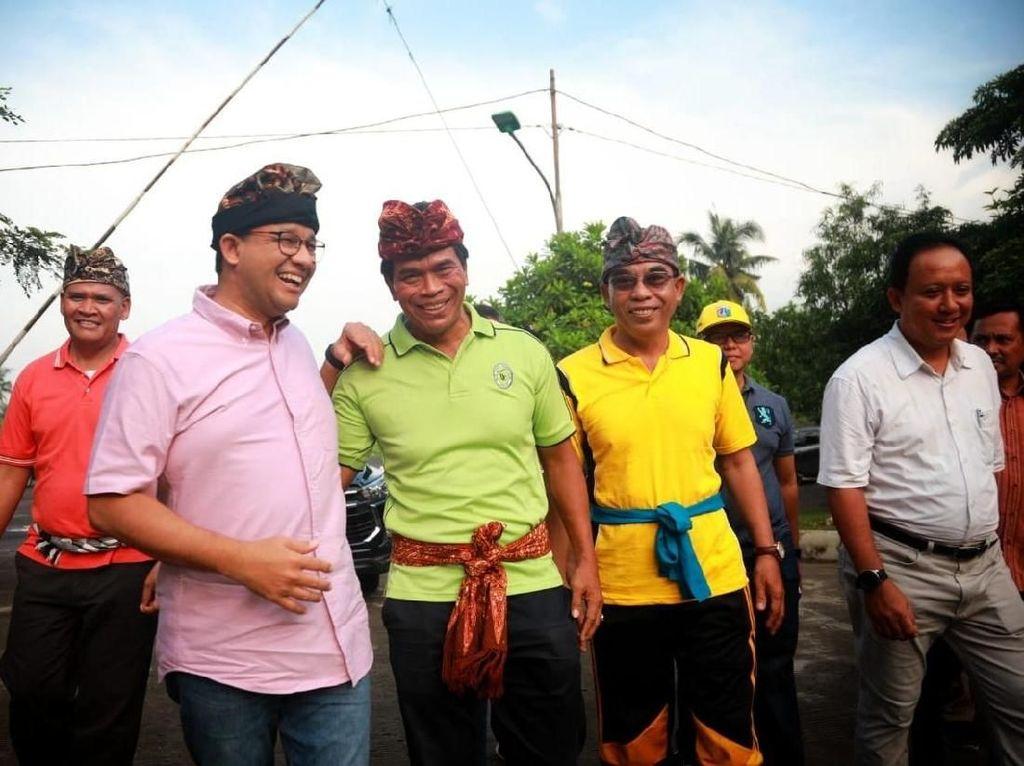 Anies Cek Perbaikan di Pura Cilincing, Ingin Warga Ibadah Lancar