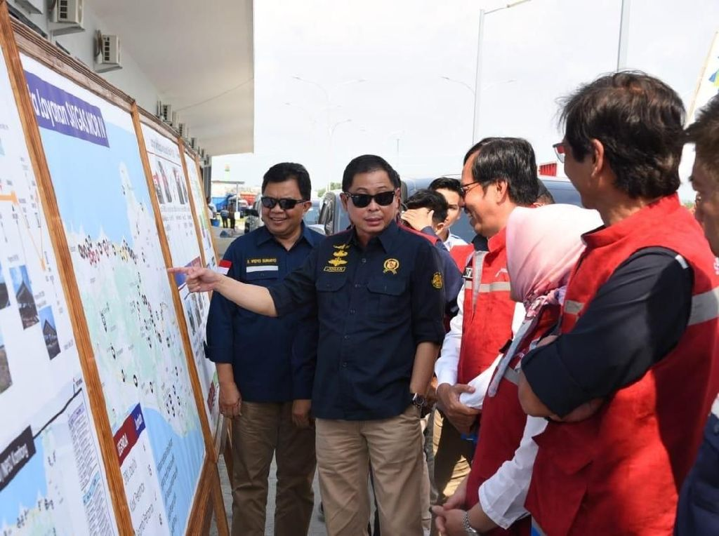 Jelang Mudik, Jonan Pastikan Pasokan BBM Surabaya-Semarang Aman