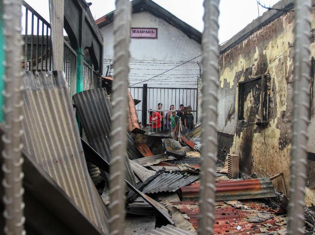 Penampakan Puing-puing Bangunan Pasca Kebakaran di Rutan Siak