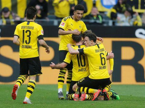 Pemain Dortmund merayakan kemenangan 3-2 atas Fortuna Duesseldorf.