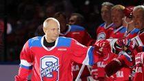 Rayakan Kemenangan Saat Main Hoki, Putin Terjerembap di Depan Penonton