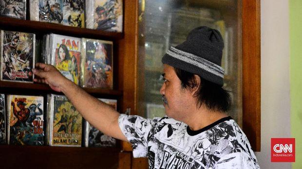 Kolektor komik Henry Ismono mengoleksi berbagai komik Indonesia sejak 2005. Ia memiliki ribuan judul komik surga neraka