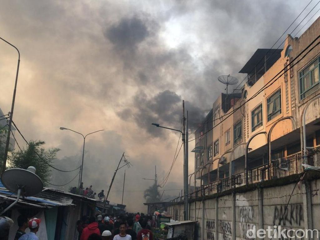 Kebakaran di Permukiman Kampung Bandan Masih Berkobar, Warga Panik