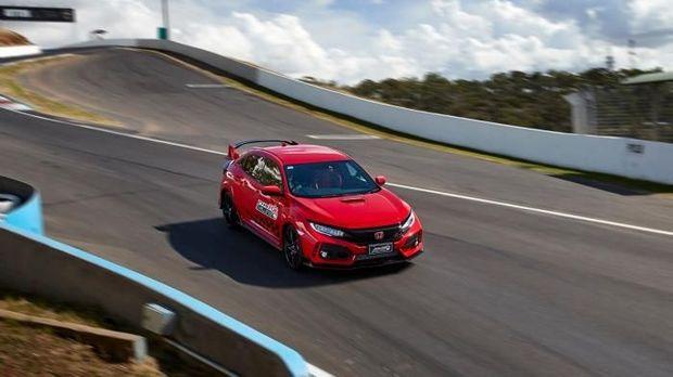 Honda Australia mencetak sejarah di sirkuit balap Mount Panorama, Bathrust. Honda raih rekor lap time baru untuk mobil penggerak roda depan (FWD).