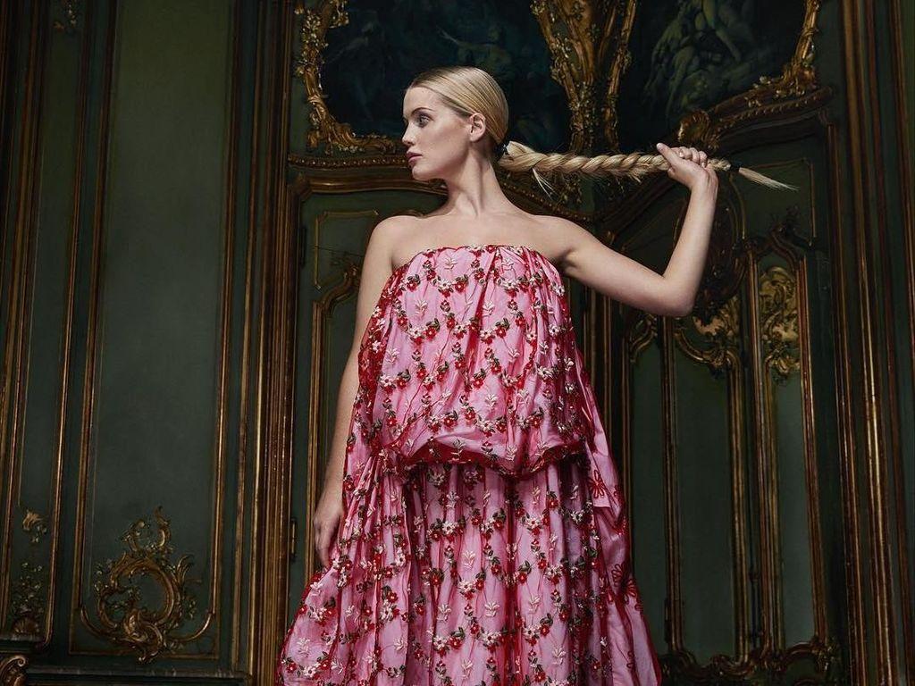 Gaya Seksi Elegan Keponakan Putri Diana yang Pacari Pria 32 Tahun Lebih Tua