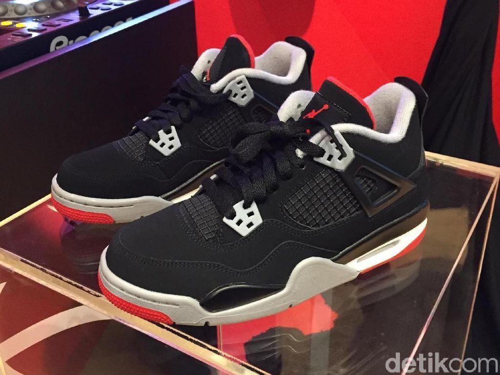 Penjualan Sneakers Turun Hingga 75% Imbas Corona, Nike sampai Adidas