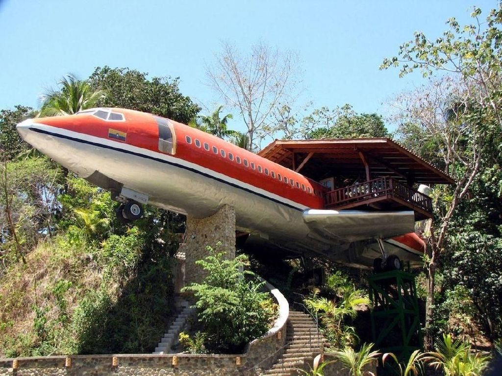 Bangkai Pesawat Dijadikan Hotel, Begini Jadinya