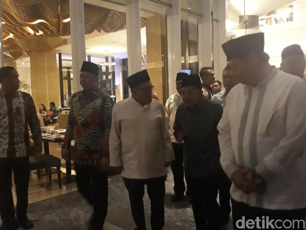 JK Hingga Ketua DPR-MPR-DPD Hadiri Undangan Buka Puasa Bersama Ical