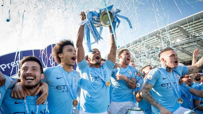 Manchester City kini incar treble domestik. (Foto: Michael Regan/Getty Images)