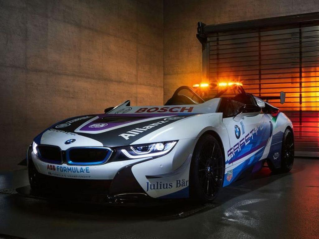 BMW i8 Jadi Safety Car Formula E Pertama