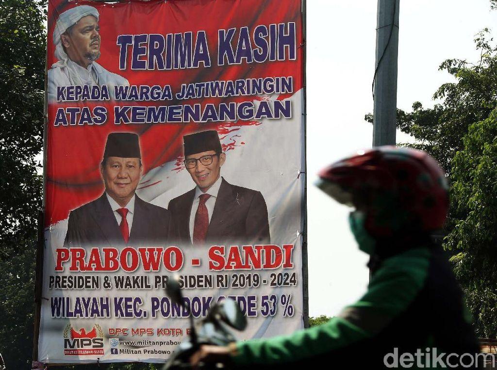 Ada Foto Habib Rizieq Dalam Spanduk Kemenangan Prabowo-Sandi