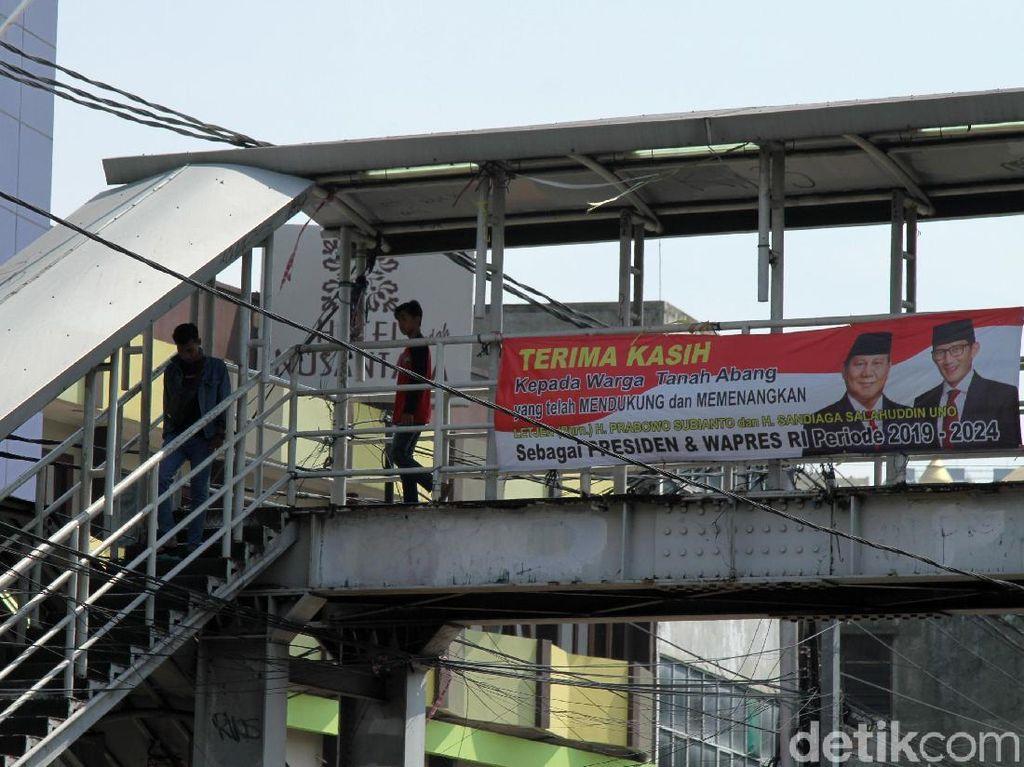 Satpol PP DKI akan Koordinasi ke Bawaslu soal Spanduk Klaim Prabowo Menang
