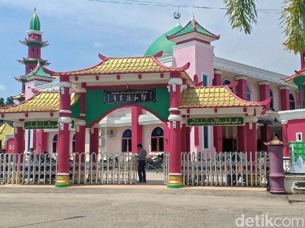 Foto: Masjid Bernuansa Tionghoa, Simbol Toleransi di Palembang