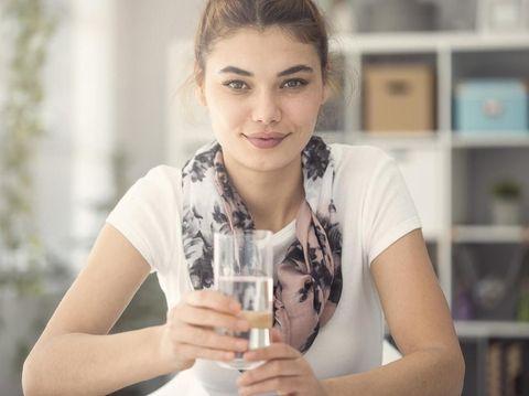 Tips Memenuhi Asupan Air Putih Selama Puasa Tanpa Merasa Kembung