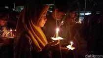 Jemaat Lintas Agama Larut dalam Peringatan Tragedi Bom di Surabaya