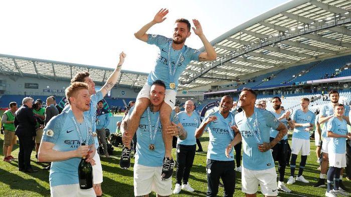Pemain Manchester City saat merayakan kesuksesan menjuarai Liga Inggris. (Foto: John Sibley/Reuters)