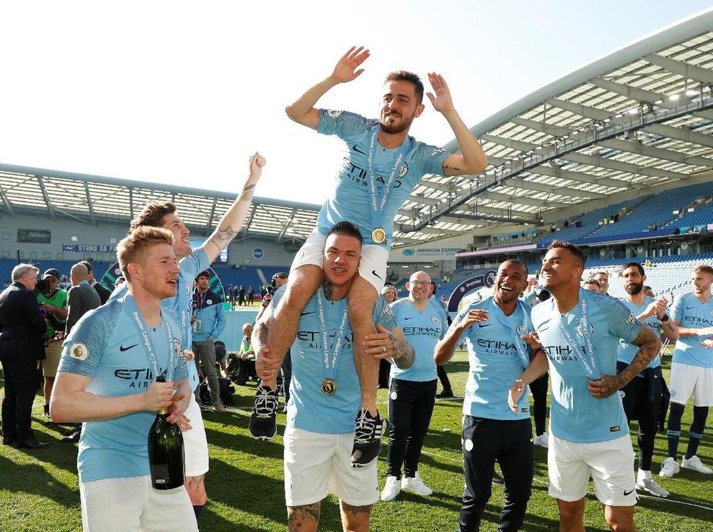 Meriahnya Pesta Juara Manchester City