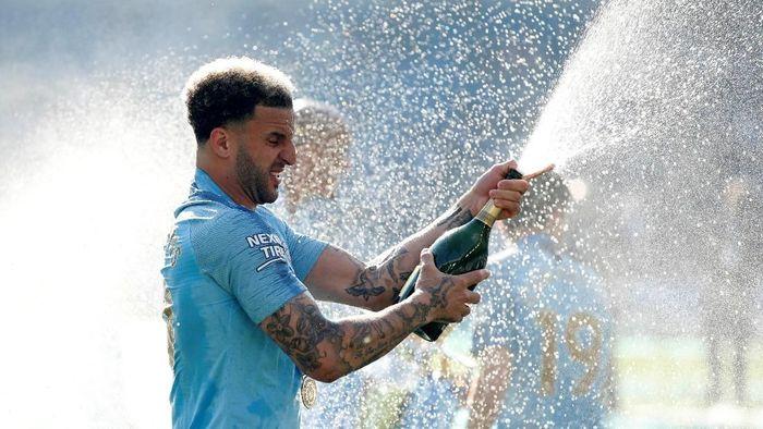 Kyle Walker mendapat tambahan kontrak dari Manchester City. (Foto: John Sibley/Reuters