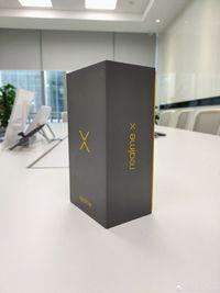 Kotak dari Realme X.