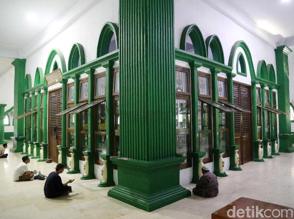Melihat Aktivitas Ziarah di Makam Mbah Priok Saat Ramadhan