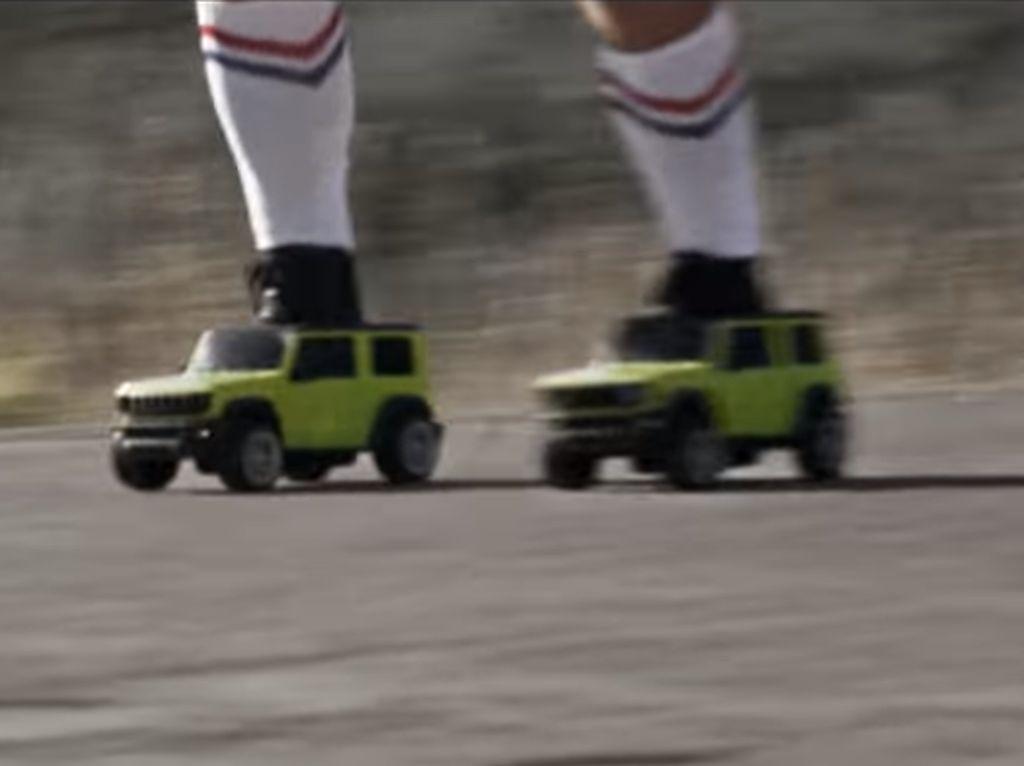 Sepatu Roda Berbentuk Suzuki Jimny, Lucu Juga