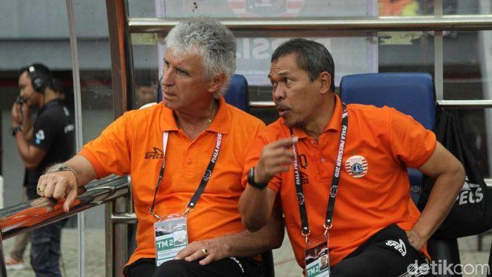 Ivan Kolev (kiri) tidak yakin dengan kondisi Persija Jakarta menjelang duel dengan Bali United. (Rifkianto Nugroho/detikSport)