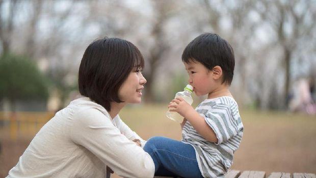 Ilustrasi terapi berkisah untuk ubah perilaku anak