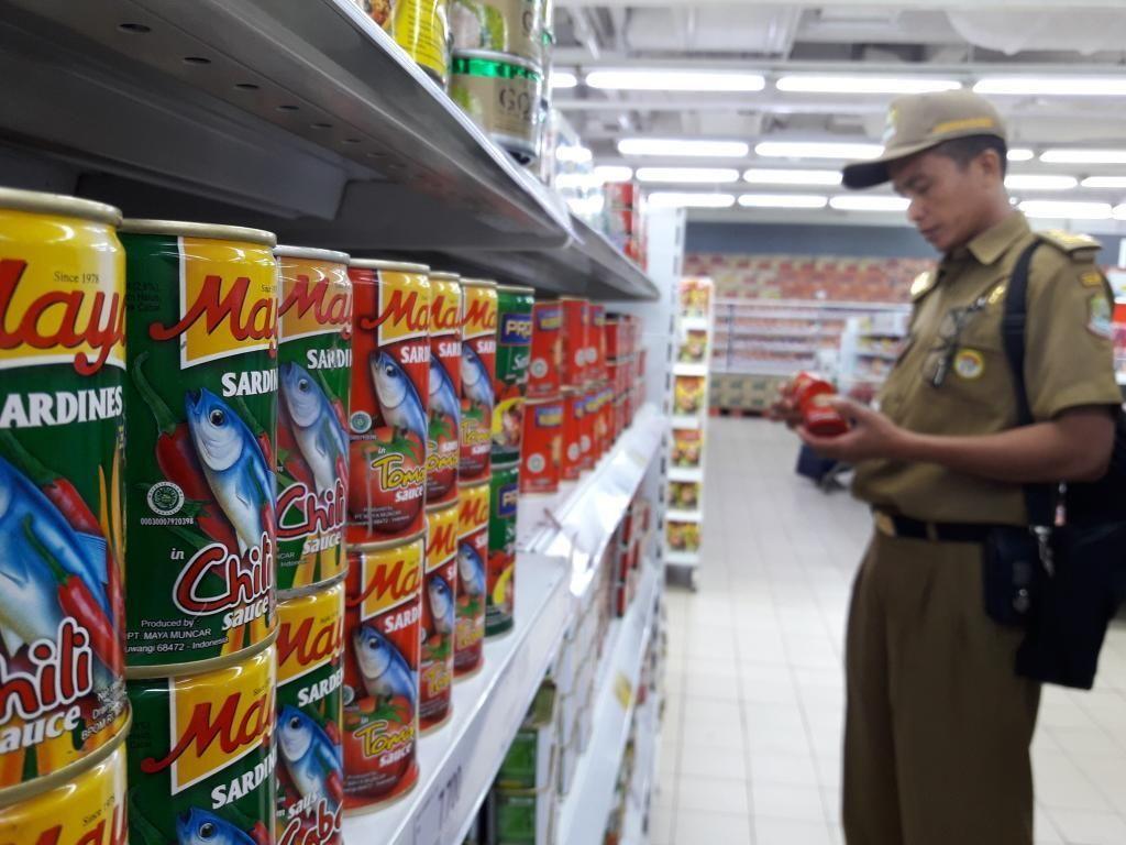 Pemkot Bekasi Cek Makanan Kedaluwarsa di Pasar Jelang Idul Fitri