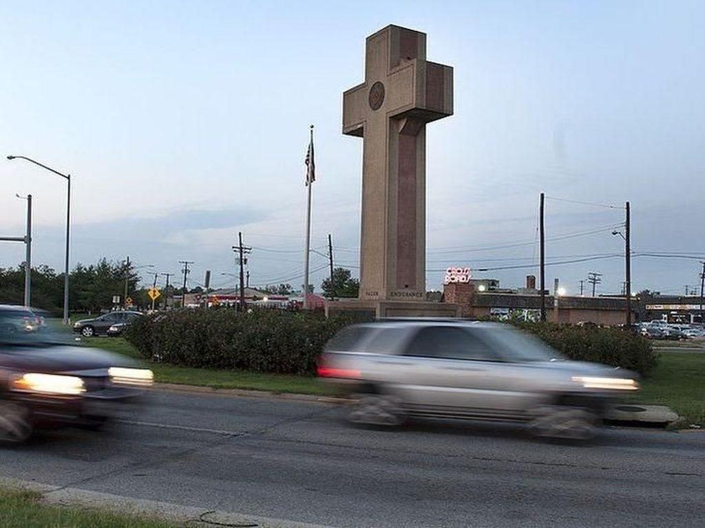 Tugu Peringatan Berbentuk Salib Picu Sengketa Sengit di Maryland AS