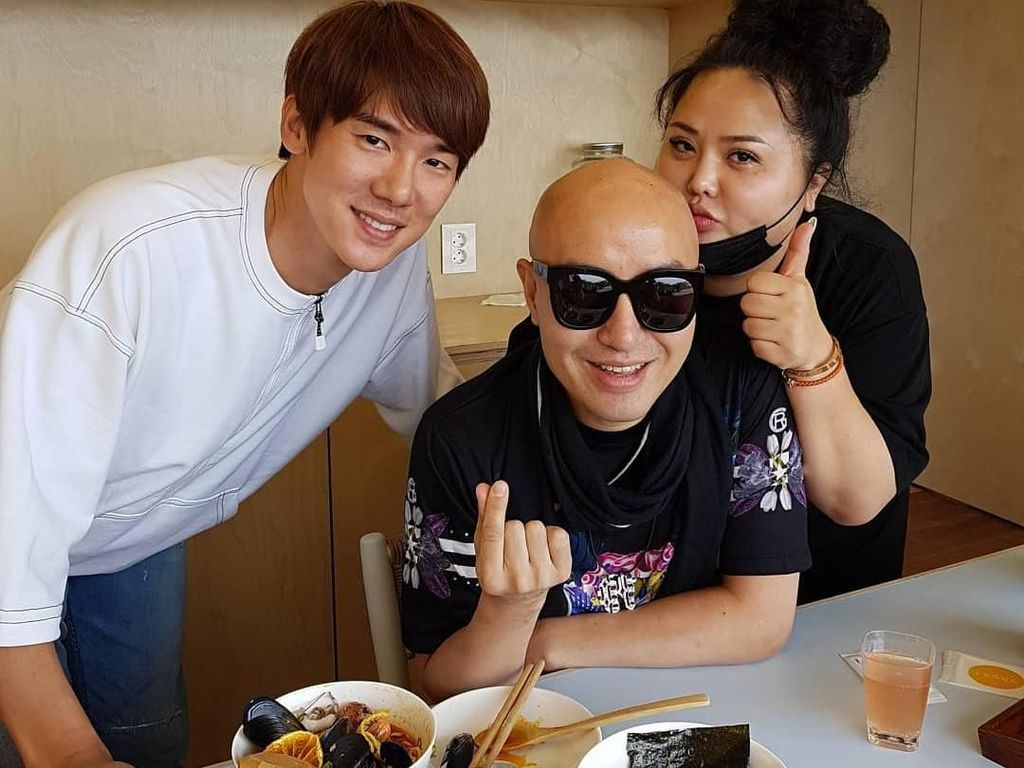 Si Ganteng Yoo Yeon Seok Buka Resto Ramen di Pulau Jeju