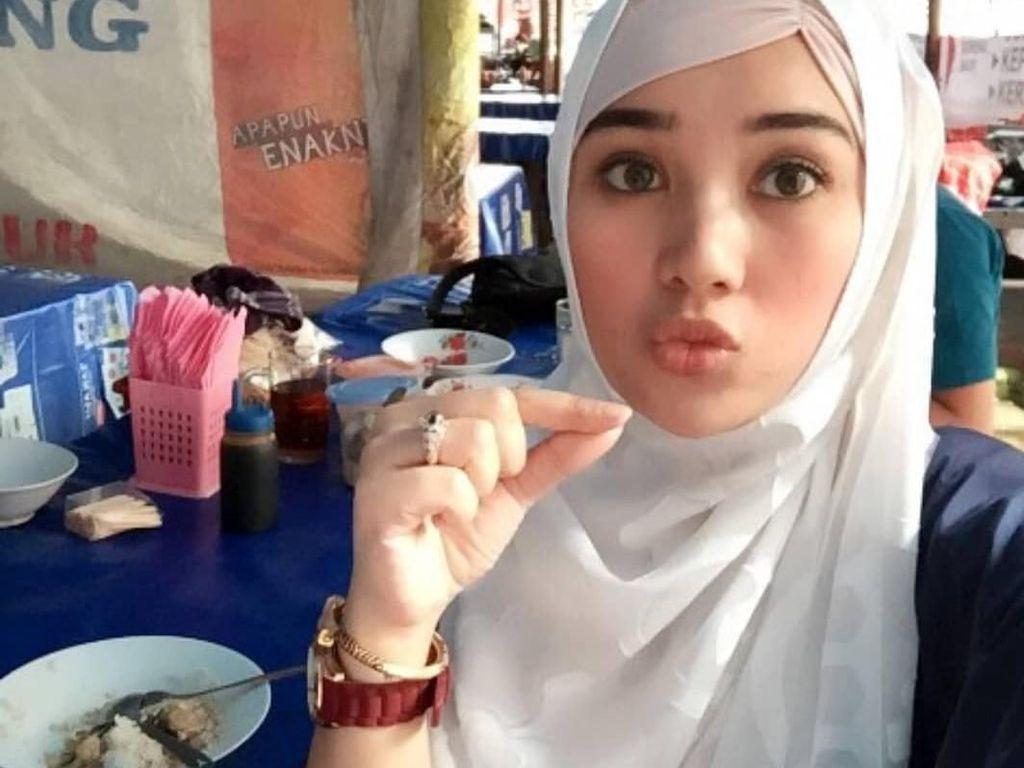 Istri Cantik Opick, Bebi Silvana Doyan Sop Buntut dan Belanja ke Pasar