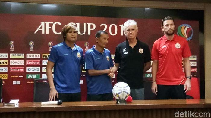 Pelatih Persija Jakarta, Ivan Kolev (ketiga dari kiri) (Amalia Dwi Septi/detikSport)