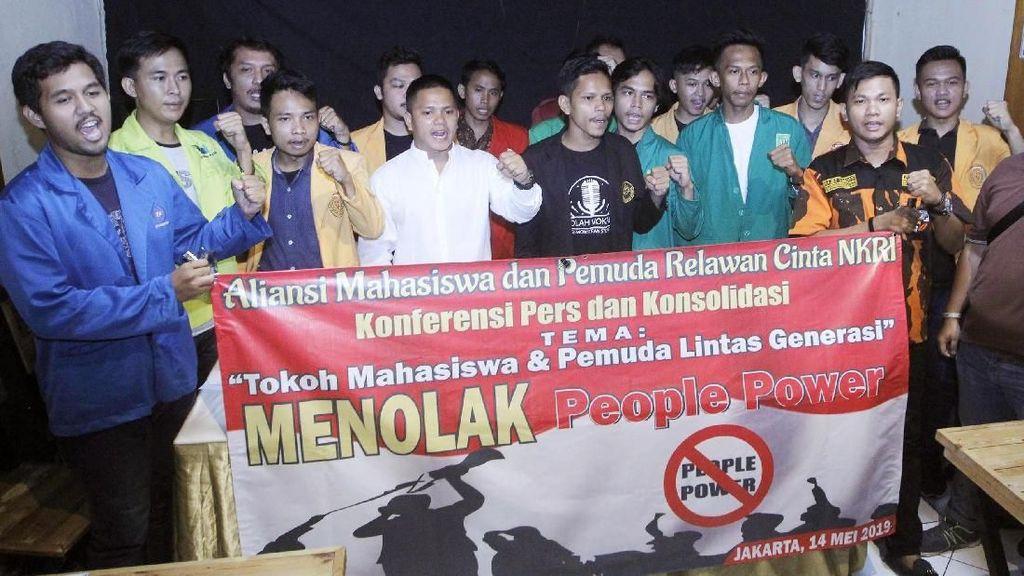 Aksi Mahasiswa Tolak People Power