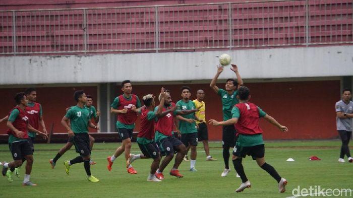 Pemain PSS Sleman dalam latihan menatap laga dengan Arema FC. (Foto: Ristu Hanafi/dettikcom)