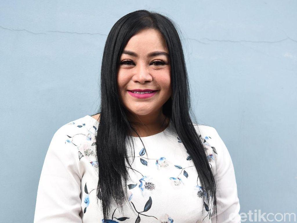 Ibunda Anisa Bahar Dimakamkan Satu Liang Lahat dengan Mendiang Suami