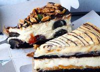 Kreasi Unik! Cheesecake dengan Isian Telur Pitan dan Taburan Ikan Bilis