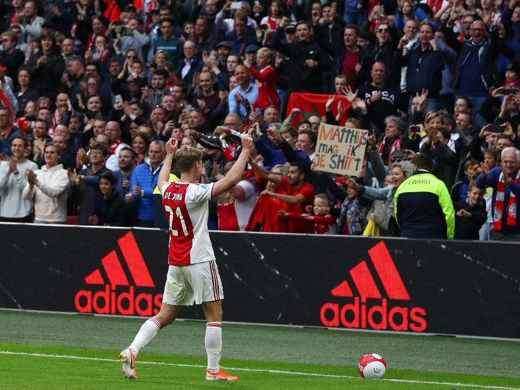Misi di Ajax Tuntas, De Jong Pergi ke Barca dengan Gembira
